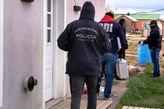 Personal policial buscó elementos de interés para la causa.