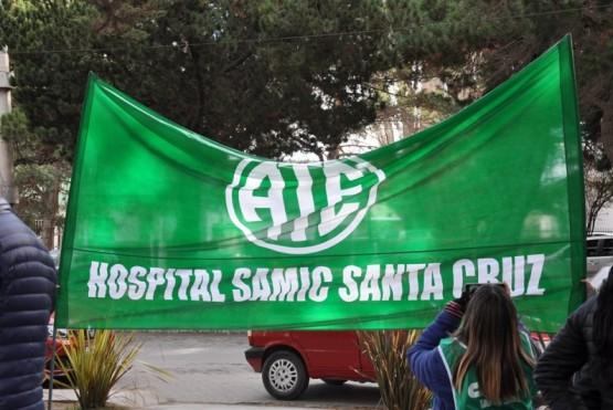 Trabajadores del SAMIC realizando su reclamo.