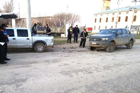 Las camionetas terminaron con importantes daños materiales.