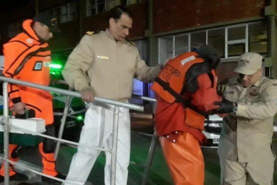 El navegante con cuadro de hipotermia fue trasladado hacia el Hospital Interzonal General de Agudos, donde quedó en observación.