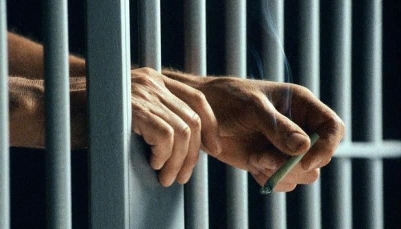El hombre tenía salidas transitorias y cumplía una condena.