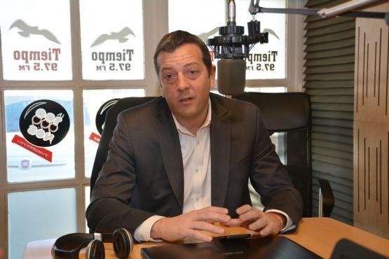 El ministro de Economía, Ignacio Perincioli, en los estudios de Tiempo FM.