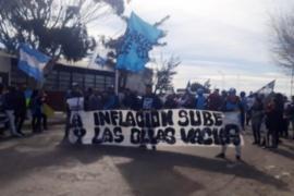 Manifestación de agrupaciones sociales frente al Municipio