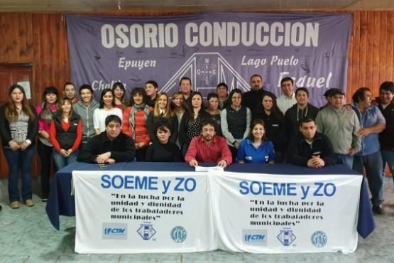 Osorio junto a parte de su comisión directiva.