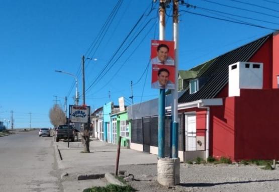 Los carteles emplazados en el lugar.