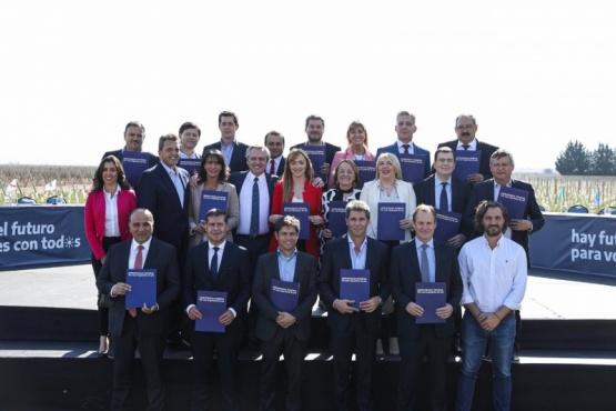 Mariano Arcioni junto a los demás Gobernadores argentinos.