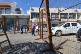 Por reclamo de comerciantes, trasladaron del vallado de Casa de Gobierno