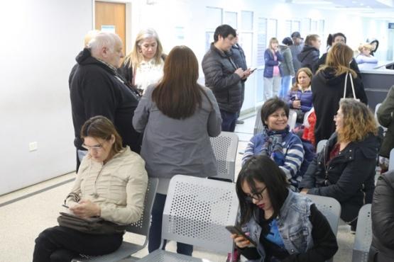 Piloñeta acompañando a los docentes en el Hospital Regional (Foto C.G.)