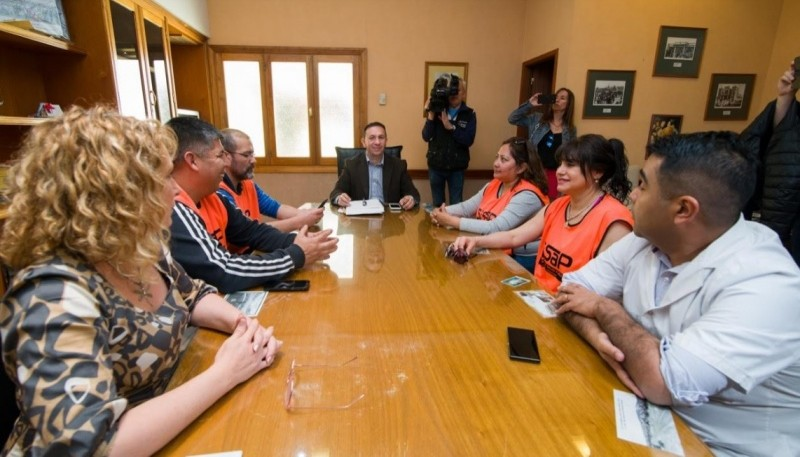 Reunión de Maderna junto a delegados del Sindicato de la Salud Pública.