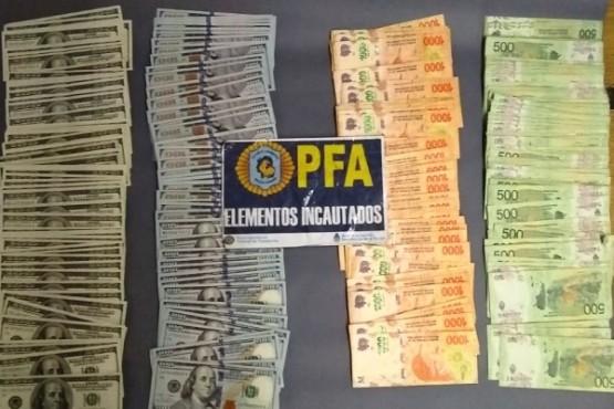 El dinero secuestrado al llegar a Retiro, provincia de Buenos Aires.