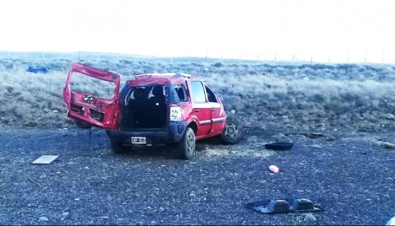 La Ford EcoSport sufrió daños en toda su estructura.
