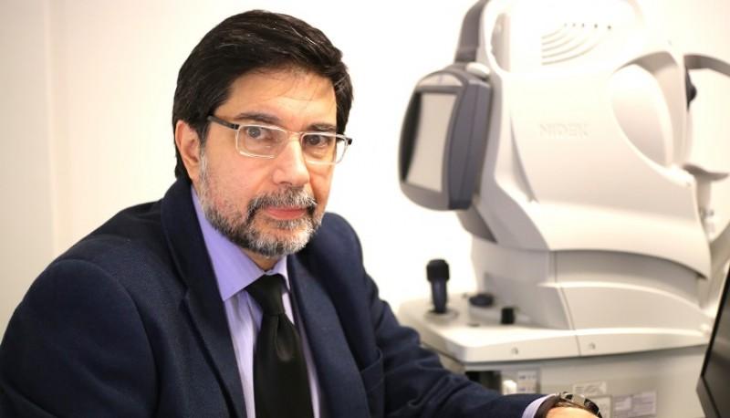 Luis Abad, oftalmológico.