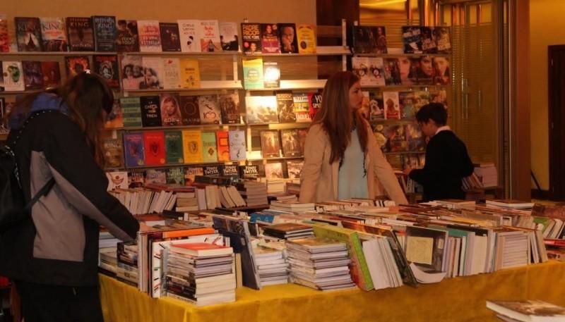 Resultado de imagen para La presencia de los autores locales en la 12º Feria del Libro NOTA