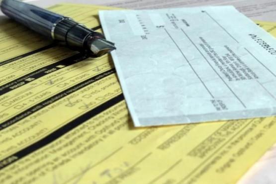 Entre ambos cheques acumulaban 250 mil pesos. (Foto ilustrativa)