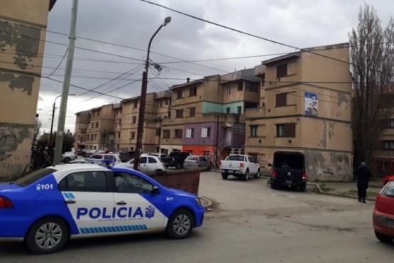 Ayer se allanó un departamento un del barrio 400 Departamentos, en busca del presunto autor.