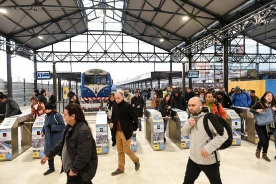 Autorizan a las fuerzas de seguridad a pedir el DNI en las estaciones de tren