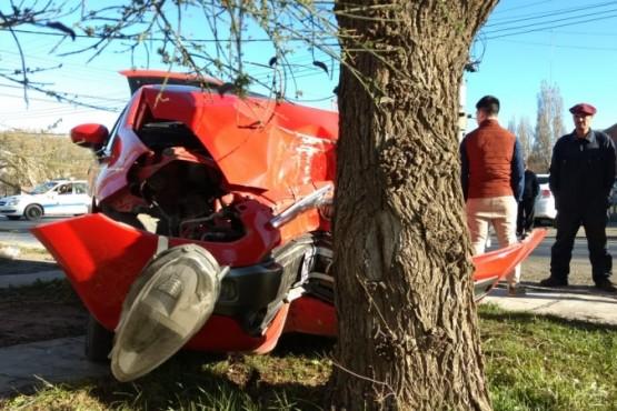 Colisionó con un árbol (C.G)