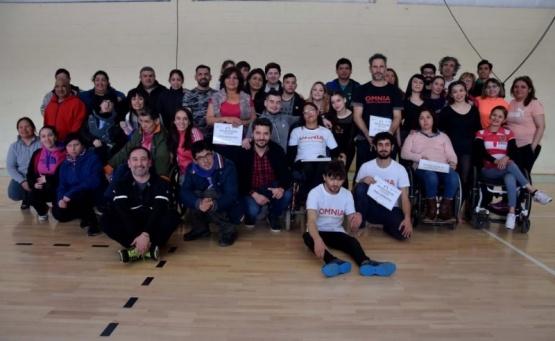 Los participantes en el gimnasio.