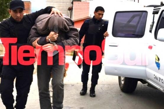 El ex concejal Martinez al momento de ser detenido.