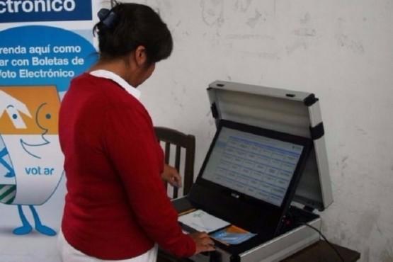 La boleta única electrónica se utiliza en la elección salteña.