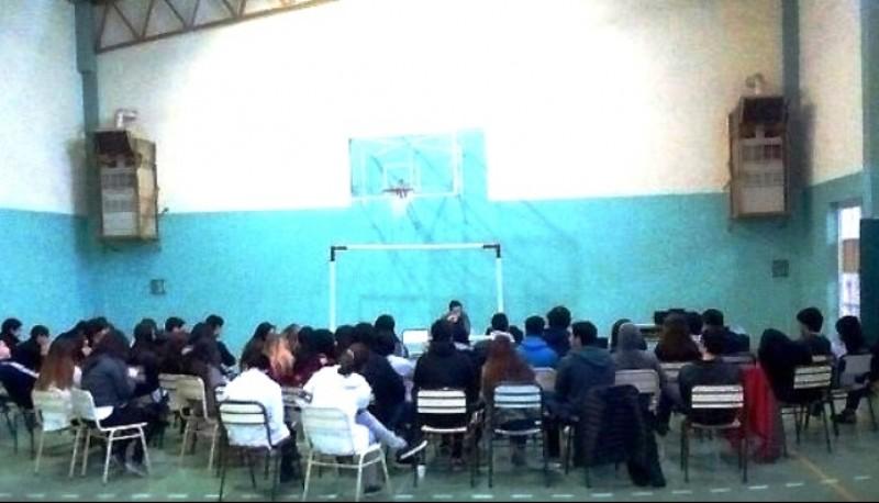 En 2009 el Hogar de Cristo en Río Gallegos trabajó con especialistas en adicciones y educación,