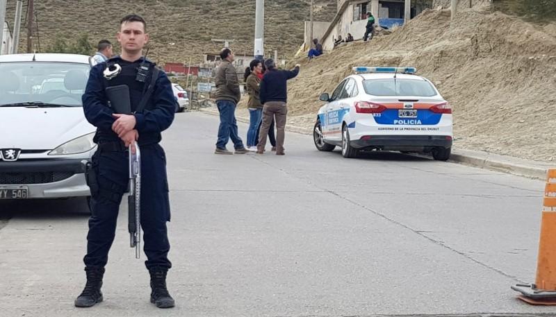 El hombre fue encontrado sin vida en San Martín y Araucaria, con una herida de arma blanca.