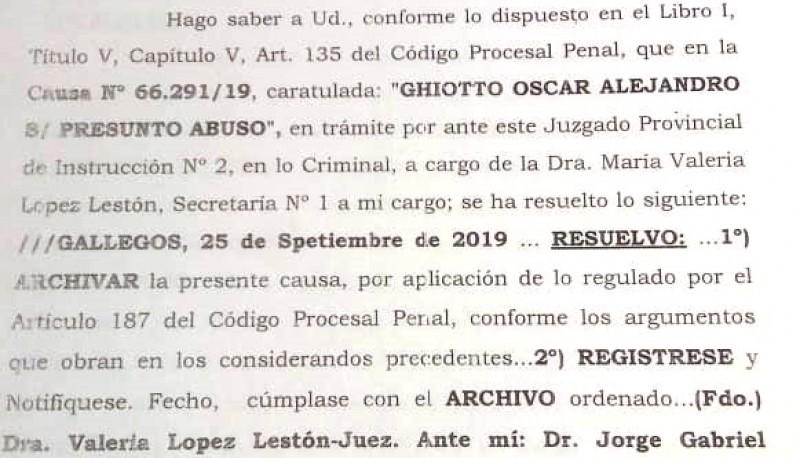 Resolución en la cual se le informa que la causa es archivada.