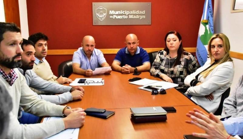 Los actuales y futuros funcionarios municipales reunidos.