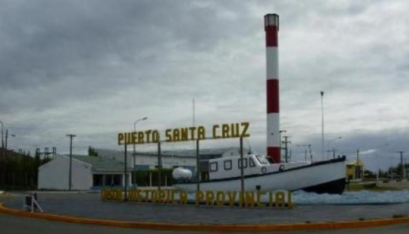 Vista del barco en Puerto Santa Cruz.