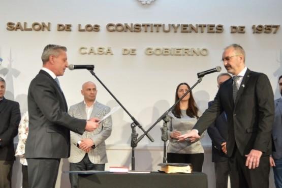 Arcioni junto al Ministro de Salud.