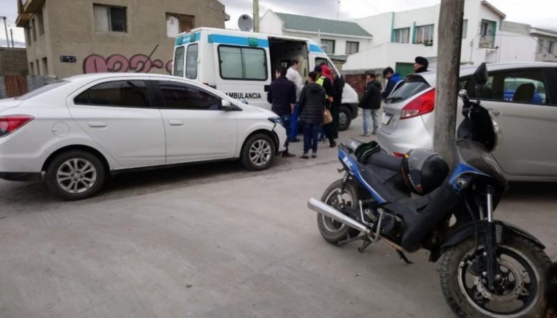 Vehículo y moto que colisionaron. (JCC)