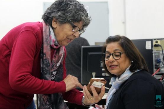 Adultos mayores realizan talleres en la UNPA.