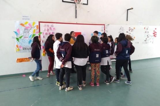 Alumnos realizando la actividad.
