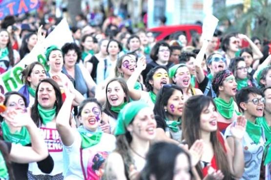 Más de 200 mil participan en la Plata.
