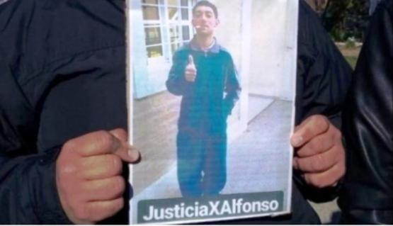 Foto de Alfonso y el pedido de justicia.