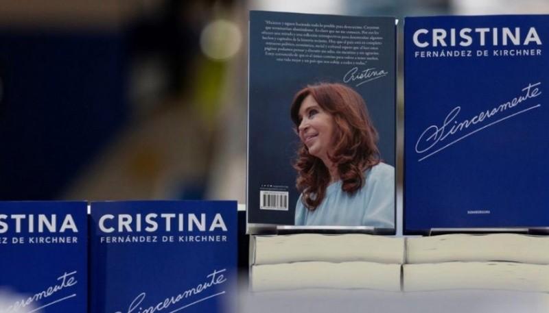 La senadora y candidata a vicepresidenta presentará hoy su libro.
