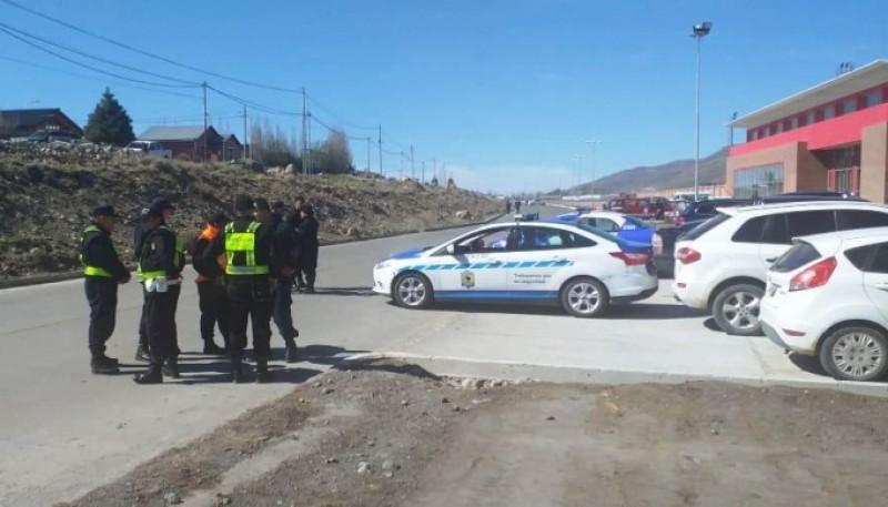 La policía se alista para el operativo.