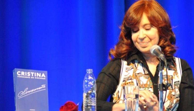 Cristina en la presentación de su libro en El Calafate (Foto: Juan C. Cattaneo))