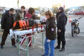 Dos motociclistas fueron hospitalizados tras colisionar