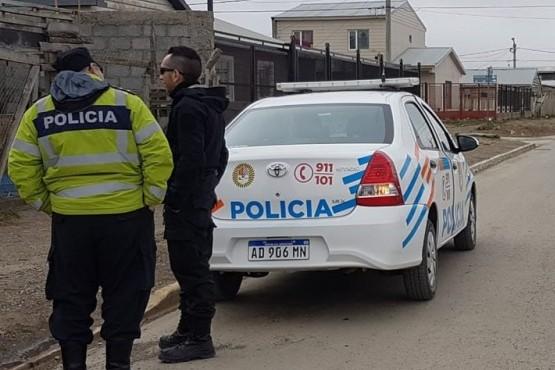 La policía detuvo al sospechoso de abuso sexual.