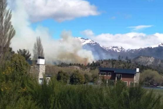El incendio fue frente a las torres.