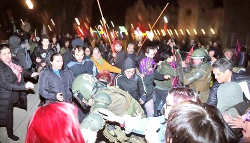 Protesta en el centro de Punta Arenas. (Fotos: La Prensa Austral).