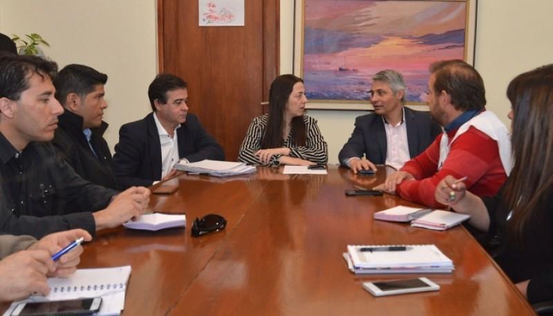 Los gremios junto al Ministro de Educación (foto archivo).