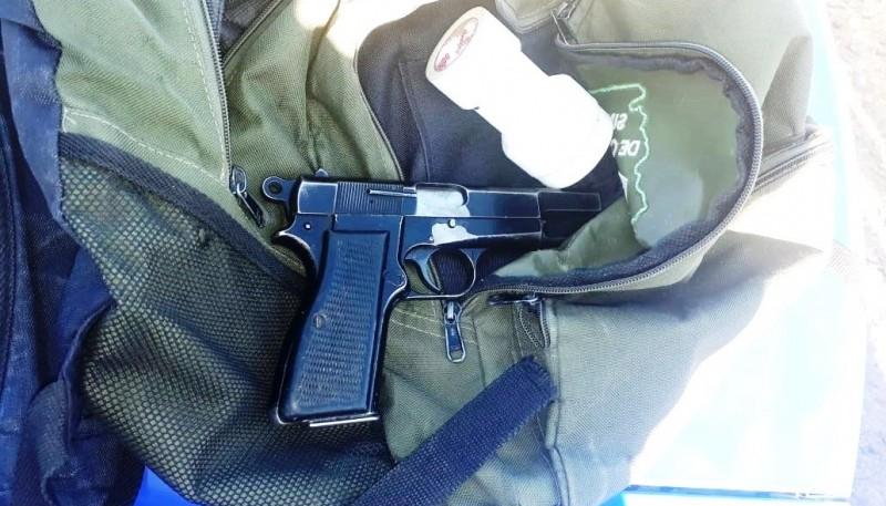 Arma de fuego calibre 9mm, marca Browning.
