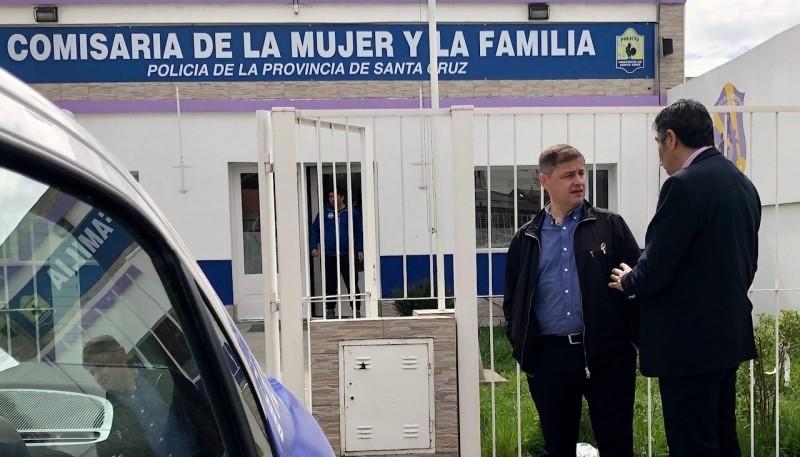 Daniel Murgia junto al Jefe de Policía.