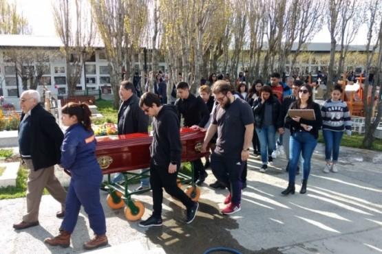 Amigos y familiares despidieron a Micaela Pavón (Foto: C. González).)