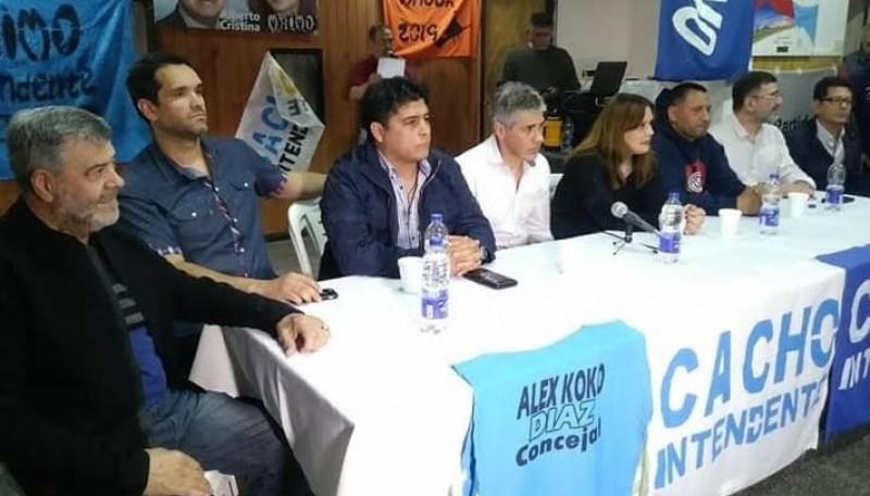Los candidatos junto a Pablo González.