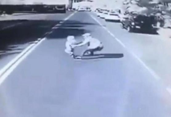 Un hombre murió tras evitar que su hijo sea arrollado por un ómnibus