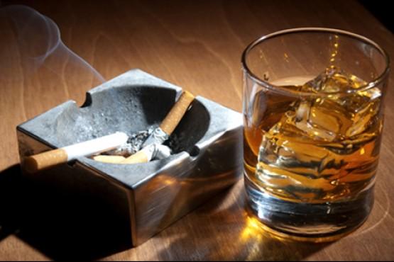El alcohol sigue presente en la población.