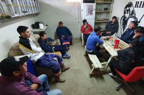Gómez con los trabajadores municipales.